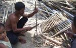 Pak Wandi salah seorang binaan yayasan sedang membuat kandang ayam.