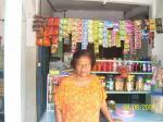 Ibu beres membuka kios, menjual minyak tanah dan bensin berkat bantuan dana dan bimbingan YaBISA